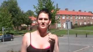 getlinkyoutube.com-Louisa gaat bruin zonder zon gebruiken,2011