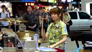 getlinkyoutube.com-Trống nữ Man Qing cover Poker Face