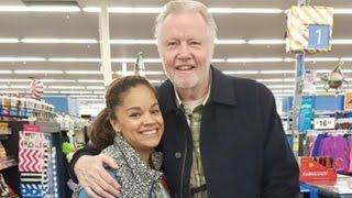 getlinkyoutube.com-Jon Voight Buys Thanksgiving Turkeys for Non-Profit While Shopping In Walmart