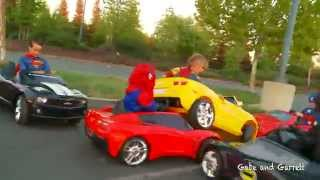 getlinkyoutube.com-Superheroes Mega Power Wheels Race - 5 Heroes # 2 (with Demolition Derby!)