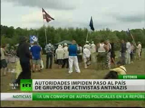 En Estonia los antifascistas formaron un 'muro de recuerdo'