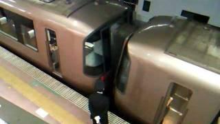 getlinkyoutube.com-小田急-小田原駅、ロマンスカーEXE同士の連結風景