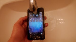getlinkyoutube.com-BlackBerry 10 Water Damage Test