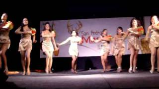Baile de candidatas en el evento de belleza Reina de Reinas de San Pedro Masahuat 2010.