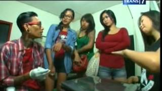 getlinkyoutube.com-Indonesian Female Tattooist : Anneke Fitrianti On Jam Malam Trans7