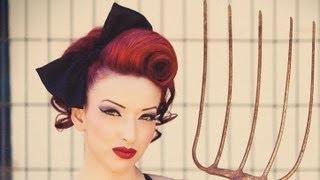 getlinkyoutube.com-Pin-Up Updo Swirl Hair Tutorial