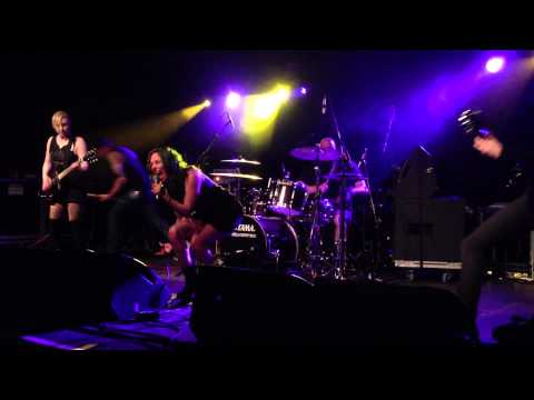 War On Women - Roe vs. World (live in Hasselt 20/4/2013)