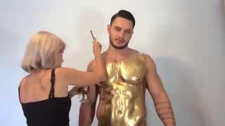 getlinkyoutube.com-Incredible liquid Gold Bodypainting