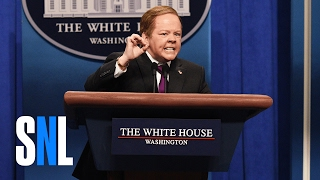 getlinkyoutube.com-Sean Spicer Press Conference Cold Open - SNL