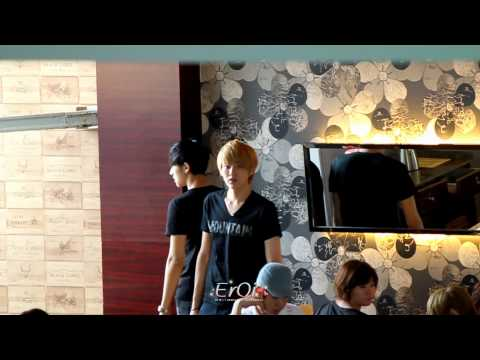 [FanCam] 120704 EXO-M [Kris] at Waiting Room in Changsha Airport