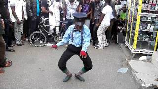 azonto dance with akexi bees u go dance