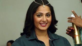 getlinkyoutube.com-Size Zero Rapid Fire - Anushka, Arya, Sonal Chauhan