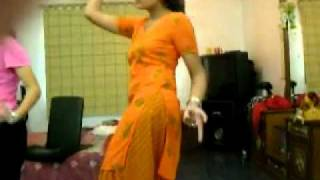 SEXY LAHORE SCHOOL GIRLS  HD _SHOWING HER HIP 03
