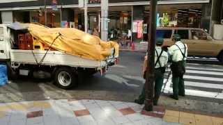 getlinkyoutube.com-渋谷の駐車監視員と配送トラック運転手の対決  第3弾