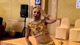 getlinkyoutube.com-Munni Badnam Hui Darling Tere Liye - Oksana Rasulova, indian bolluwood dance