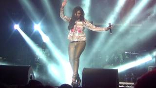 getlinkyoutube.com-Chikni Chameli shreya ghoshal live manchester O2 apollo live may 2014