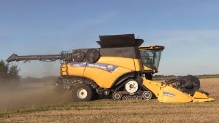 getlinkyoutube.com-New Holland CR10.90 The Worlds Strongest Combine Harvester