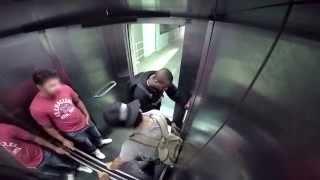 getlinkyoutube.com-แกล้งคน ขี้แตกในลิฟท์ โคตรฮา