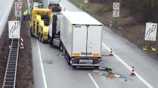 getlinkyoutube.com-A1: LKW fuhr in stockenden Verkehr - 8 Fahrzeuge in Unfall verwickelt (28.02.12, DOKU)