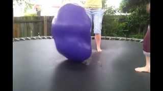 getlinkyoutube.com-Water balloon on the trampoline!