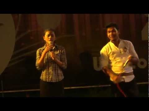 Cambodia: Phnom Pehn Night Market Duet Singing プノンペンの歌謡ショー