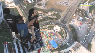 getlinkyoutube.com-مغامر سعودي يقفز من برج مكاو بالصين   Saudi man jump from the top