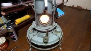 getlinkyoutube.com-サラスト暖房研究会 ◎灯りで使う方法−3 アラジンをサラダオイルストーブで