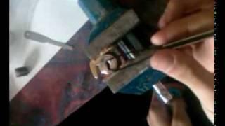 getlinkyoutube.com-Scassinare la serratura di un auto o di una moto