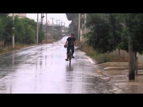 روعة المطر و انت تسوق في الدراجة -اليوم طرابلس
