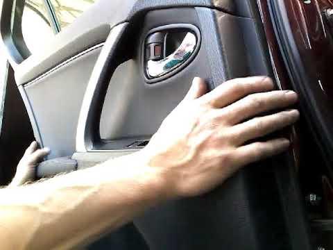 Как снять обшивку карту задней двери TOYOTA AVENSIS(2011)demonta z boczka drzwi tyl panel remova