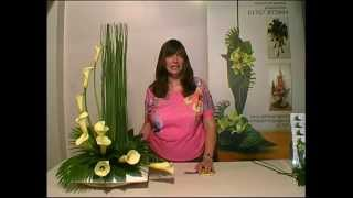 getlinkyoutube.com-Contemporary Flower Arranging Lesson - Hedging