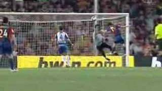 Messi scores with his left hand (Diego Maradona cover) WATCH