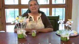 getlinkyoutube.com-Como hacer un florero con flores de dulce relleno con chocolates.