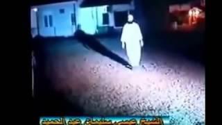 getlinkyoutube.com-فيديو: ساحر يتحدى أي شخص أن يطعنه فتحداه مسلم فكانت المفاجأة التي أذهلت الجمهور+18