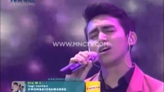 "getlinkyoutube.com-Vidi Aldiano feat Vadi Akbar "" Cinta Untuk Mama "" - Mom And Kids Awards 2015 (22/12)"