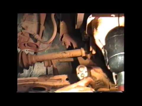Замена шаровой опоры в автомобиле Мазда Кседокс