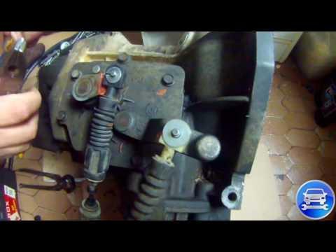 Chrysler Voyager 2003 Shift Cable Repair PART 1 Туго переключается коробка передачь