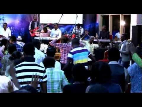 Daniel Twum - We Praise