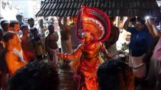 getlinkyoutube.com-Kandanar Kelan Theyyam