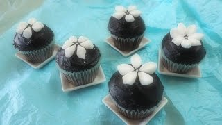 getlinkyoutube.com-Easy with Marshmallows! Snowdrop-Decorated Rich Chocolate Cupcakes (Non-Chocolate) マシュマロで簡単デコ カップケーキ