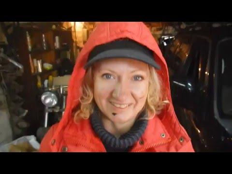 Эксклюзивный подарок на 8 марта ?Девушка меняет масло в авто . Mitsubishi Pajero Sport