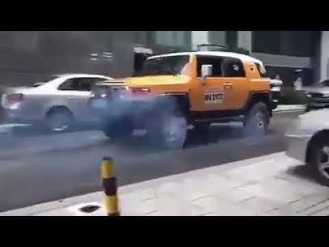 Mercedes G-Class vs Toyota FJ Cruiser