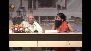 Dr. B K S Iyengar & Swami Ved Bharati ji at Patanjali Yogpeeth, Haridwar