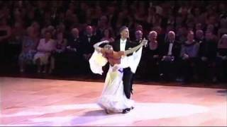 getlinkyoutube.com-Blackpool 2010 Ballroom Dancing Pro Final - Waltz