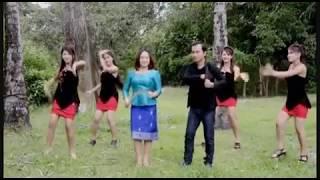 getlinkyoutube.com-Txiv Neej Thiab Poj Niam - Lee Kong Xiong & Paj Zaub Thoj