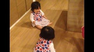 getlinkyoutube.com-双子 完璧に意思疎通!会話しながら同時に大はしゃぎの赤ちゃん [ベビモ表紙モデル 2015春 双子]