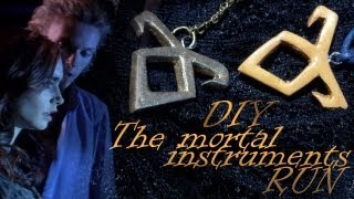 getlinkyoutube.com-The Mortal Instruments Necklace Runes/ DIY
