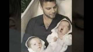 getlinkyoutube.com-Ricky Martin e hijos (¨twins¨)  2