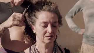 getlinkyoutube.com-Todos los días la gente se arregla el pelo