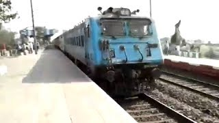 getlinkyoutube.com-Accident Suffered NDLS Duronto Express with HWH WAP-4 + MGS WAG-7 Banker And GMO WAP-7 Kalka Mail!!!